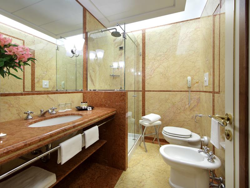 Hotel-Excelsior-Naples (1)