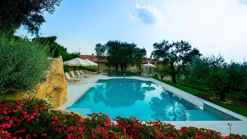 Relais Fra Lorenzo pool area