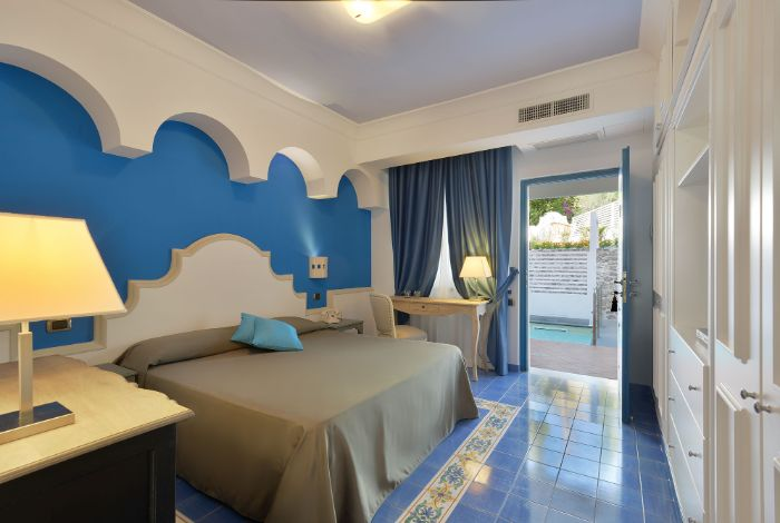 Comfort double room with pool