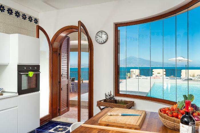 Villa Riccio, 4-bedroom villa with pool and seafront location in Sicily